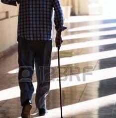 Parkinsoniano con bastone